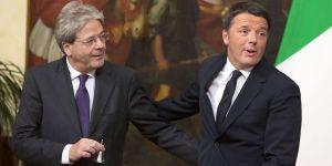 Il passaggio di consegne tra Matteo Renzi e Paolo Gentiloni